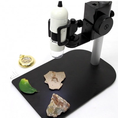 Digital, mobile documenting microscope for kids